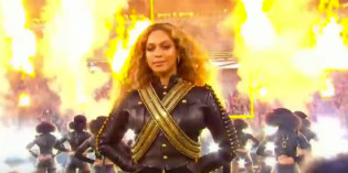 VIDEO: Beyoncé's Super Bowl Fumble